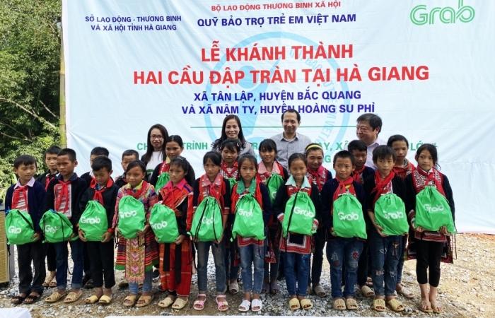 Quỹ bảo trợ trẻ em khánh thành 2 công trình cầu đập tràn tại Hà Giang