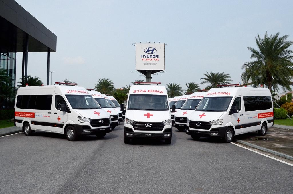 Liên doanh Ô tô Hyundai Thành Công trao tặng 10 xe Solati cứu thương hỗ trợ phòng chống dịch Covid