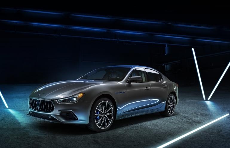 """Ghibli Hybrid 2021 – """"xe lai"""" đầu tiên của Maserati đã có mặt tại Việt Nam"""
