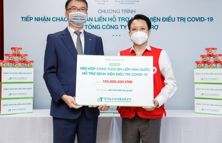 Tổng công ty nhà nước Phân phối nông thủy sản và thực phẩm Hàn Quốc tặng 1.800 phần quà cho bệnh nhân Covid-19