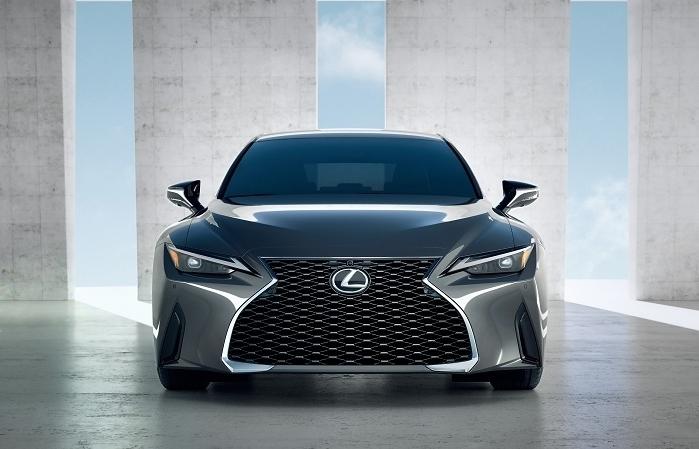 Hé lộ những hình ảnh đầu tiên của Lexus IS sắp ra mắt tại Việt Nam