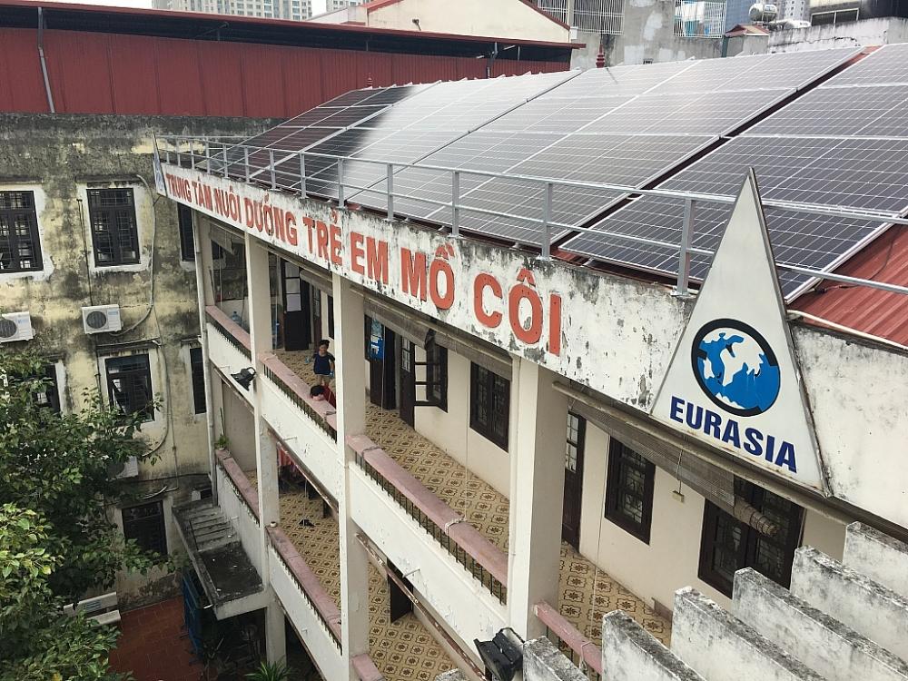 """Piaggio Việt Nam đồng hành cùng Dự án từ thiện """"Điện năng lượng mặt trời"""""""