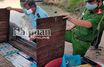 Hải quan An Giang bắt giữ xuồng máy chở đầy thuốc lá nhập lậu
