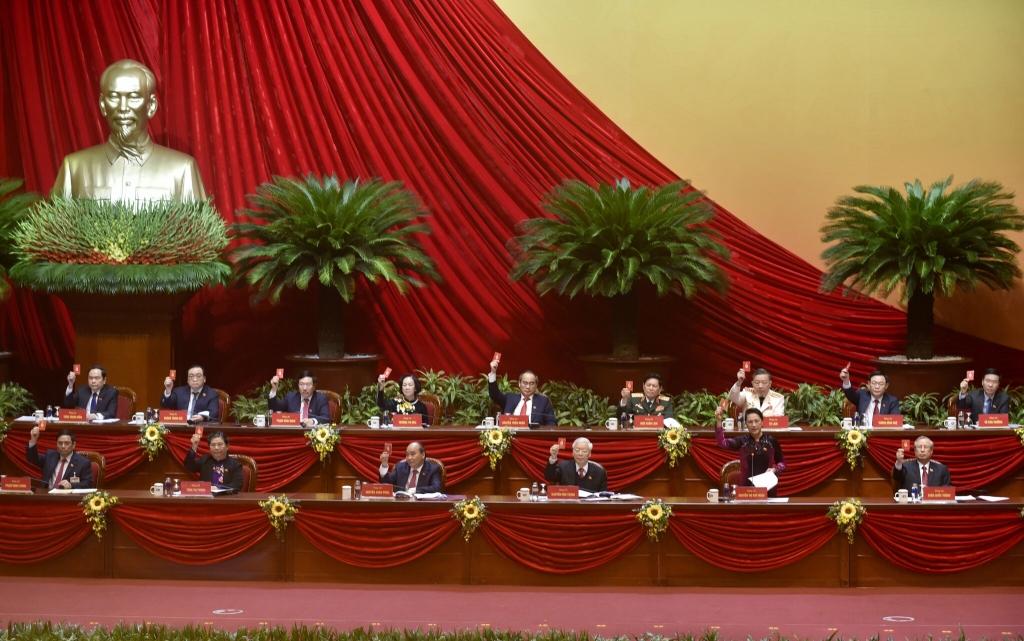 Đoàn Chủ tịch biểu quyết tại Đại hội.