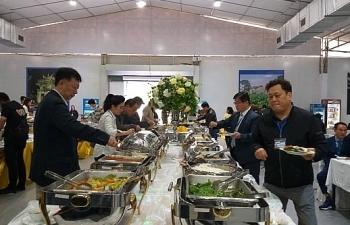 Phóng viên nước ngoài hào hứng với ẩm thực Việt