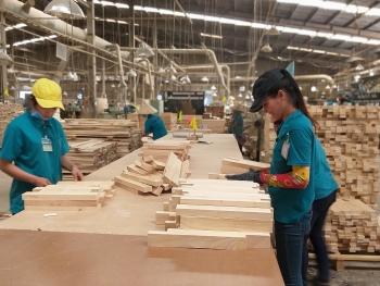 """Covid-19 giúp gỗ Việt """"lột xác"""" mô hình kinh doanh?"""