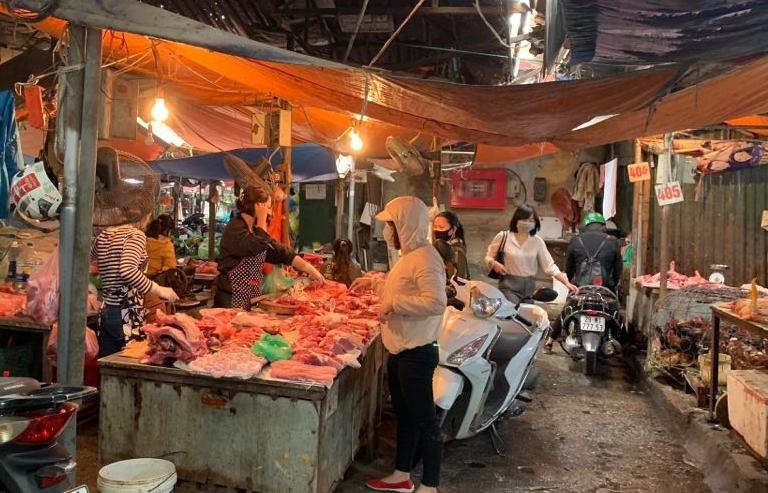 Chê thịt nội đắt đỏ, người dân chuộng lợn ngoại và gia cầm