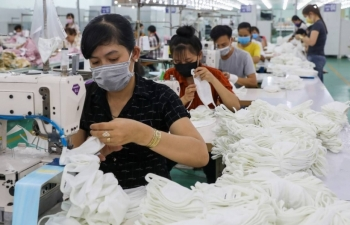 """Việt Nam đủ lực trở thành """"công xưởng"""" sản xuất khẩu trang?"""