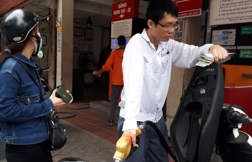 Xăng dầu đồng loạt tăng giá, cao nhất hơn 19.000 đồng/lít