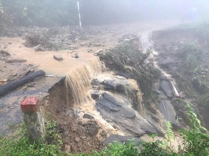Phó Thủ tướng Trịnh Đình Dũng yêu cầu khẩn trương khắc phục hậu quả mưa lũ