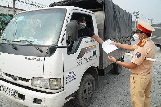 Theo Bộ Công Thương, cần tiến hành tiêm vắc xin rộng rãi đối với các đối tượng lái xe, phụ xe vận tải liên tỉnh. Nguồn: Internet