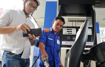 Giá xăng dầu đồng loạt giảm nhẹ