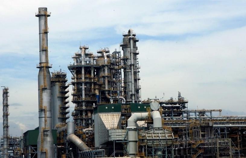 """Giảm nhập xăng dầu để """"cứu"""" nhà máy trong nước?"""
