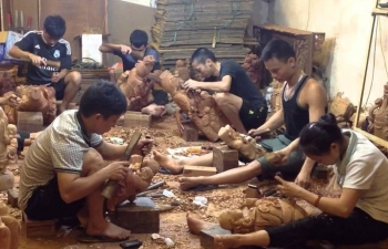 """Loạt làng nghề gỗ """"đình đám"""" tìm đường xuất khẩu"""
