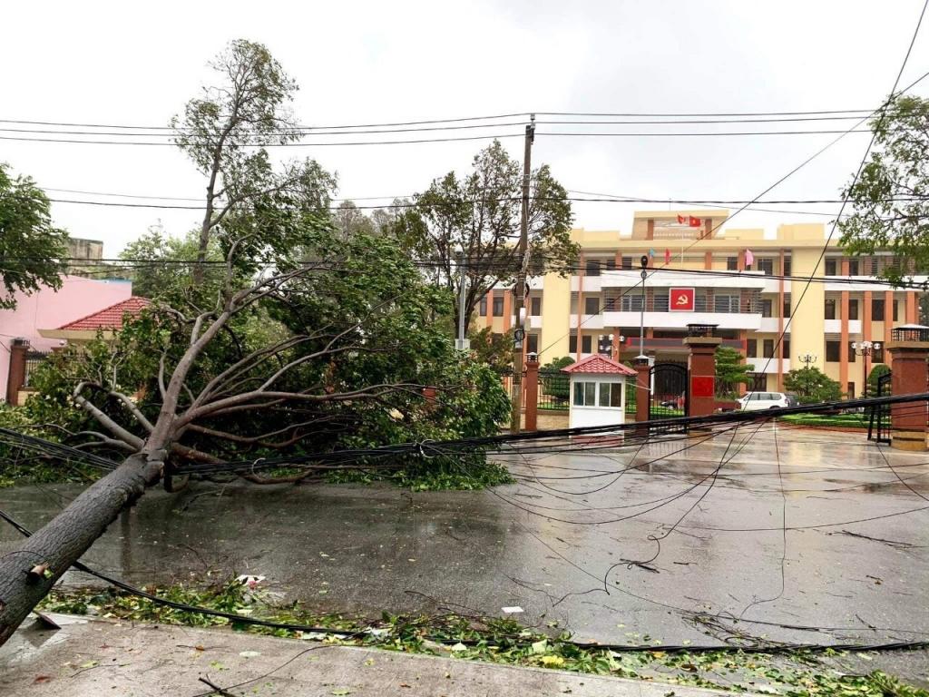 Mất điện tại 400 xã, phường do bão số 9