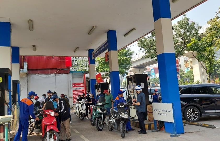 Giá xăng dầu đồng loạt tăng, cao nhất hơn 24.000 đồng/lít