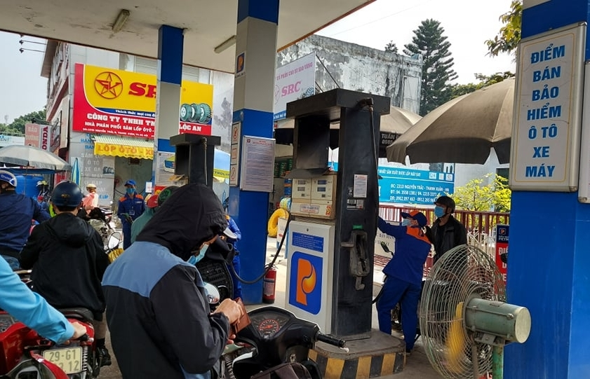 Giá xăng dầu thế giới tăng mạnh tạo áp lực tăng giá trong nước