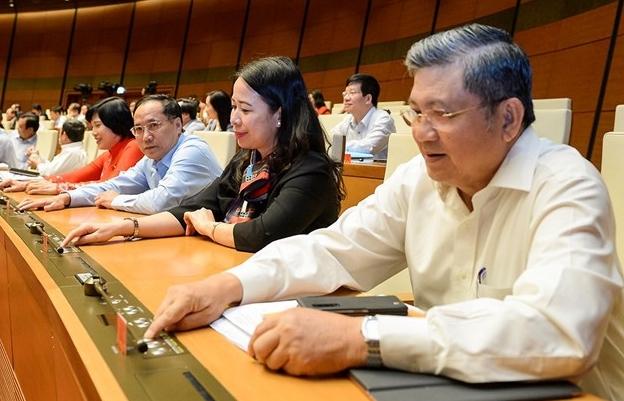 Quốc hội quyết định sử dụng sổ hộ khẩu, sổ tạm trú đến hết năm 2022