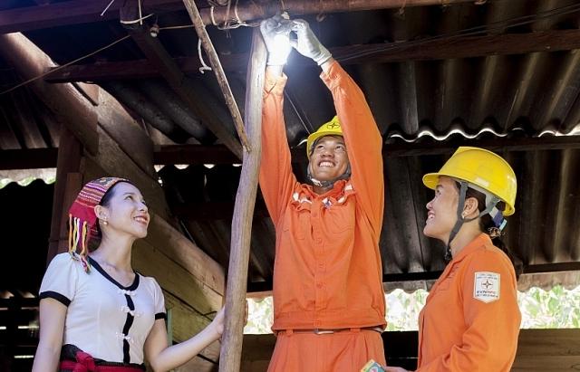 Hàng nghìn gia đình được lắp đặt miễn phí đường dây, đèn LED