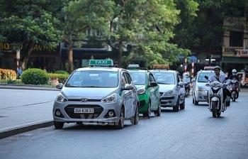 Xe hợp đồng điện tử và xe taxi đều không phải gắn hộp đèn