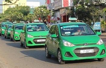 Quản lý xe công nghệ: Cuộc chiến giữa taxi truyền thống và Grab