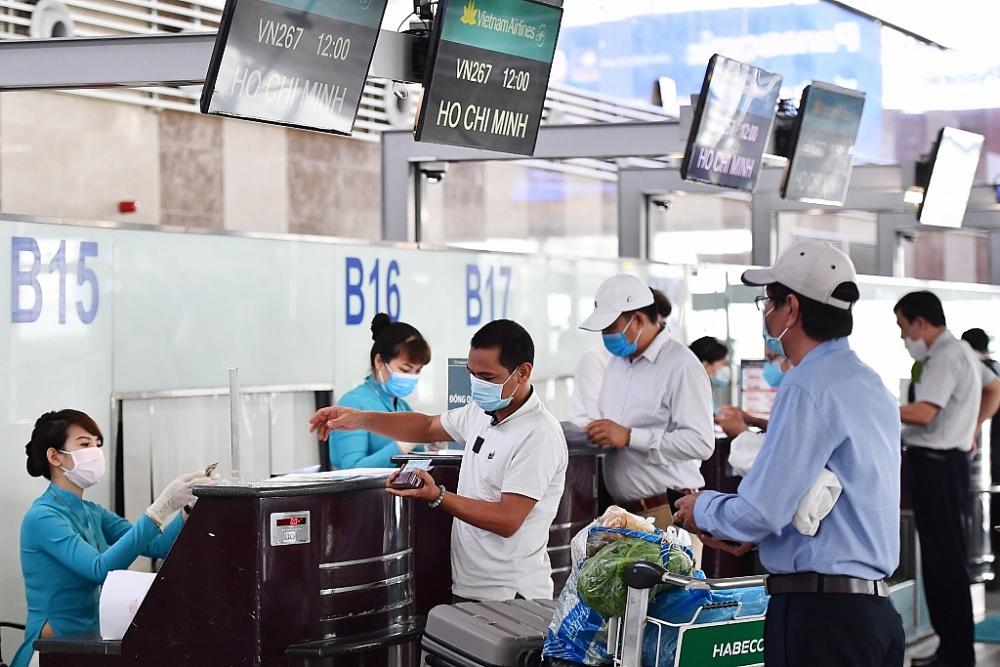 Lấy mẫu ngẫu nhiên hành khách bay từ Hà Nội, Quảng Ninh, Hải Phòng để tầm soát Covid-19