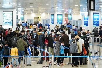 Quá tải khu cách ly, dừng vận chuyển người Việt Nam từ nước ngoài về sân bay Nội Bài