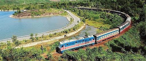 Từ hôm nay (1/4), đường sắt chỉ chạy 1 đôi tàu khách Thống Nhất