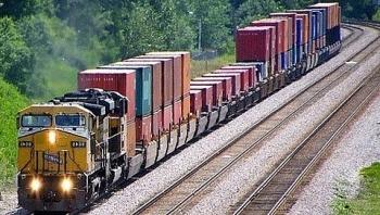 Đường sắt chạy lại đôi tàu hàng chuyển phát nhanh