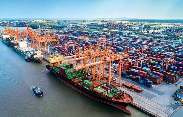 Doanh nghiệp cảng biển: Trong sóng cả vẫn vững tay chèo