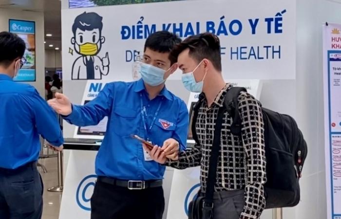 Bổ sung 4 máy soi chiếu an ninh và 4 cổng từ tại sân bay Nội Bài phục vụ nghỉ lễ