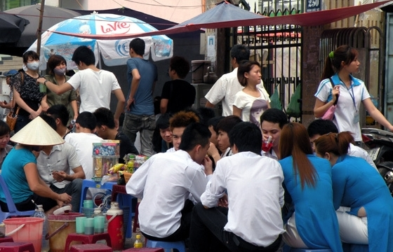 Từ 17h00 ngày 3/5 Hà Nội tạm dừng hoạt động các quán ăn, uống đường phố, trà đá vỉa hè