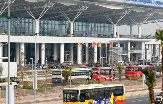 Tạm dừng nhập cảnh hành khách tại sân bay Tân Sơn Nhất và Nội Bài