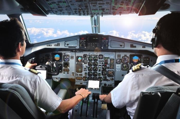 Hãng hàng không nào đã sử dụng phi công Pakistan?