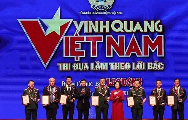 19 ca nhan tap the duoc ton vinh trong chuong trinh vinh quang viet nam