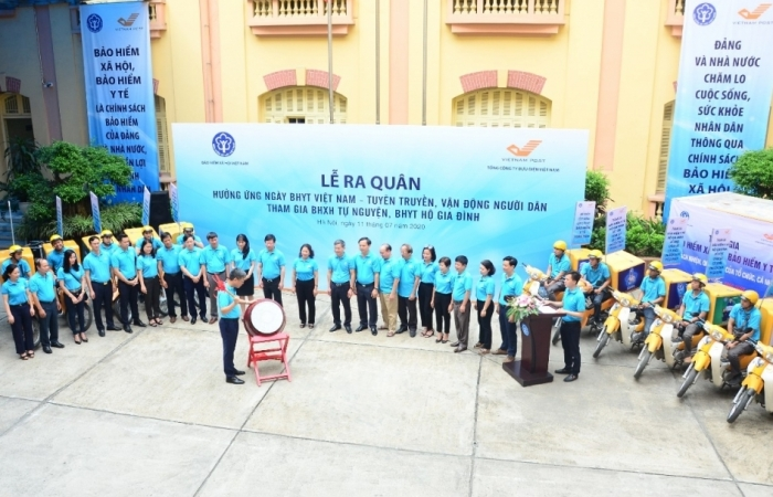 Ra quân hưởng ứng Ngày Bảo hiểm y tế Việt Nam