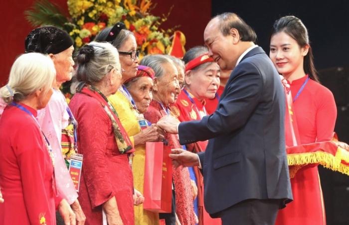 Gặp mặt 300 Mẹ Việt Nam anh hùng tại Hà Nội