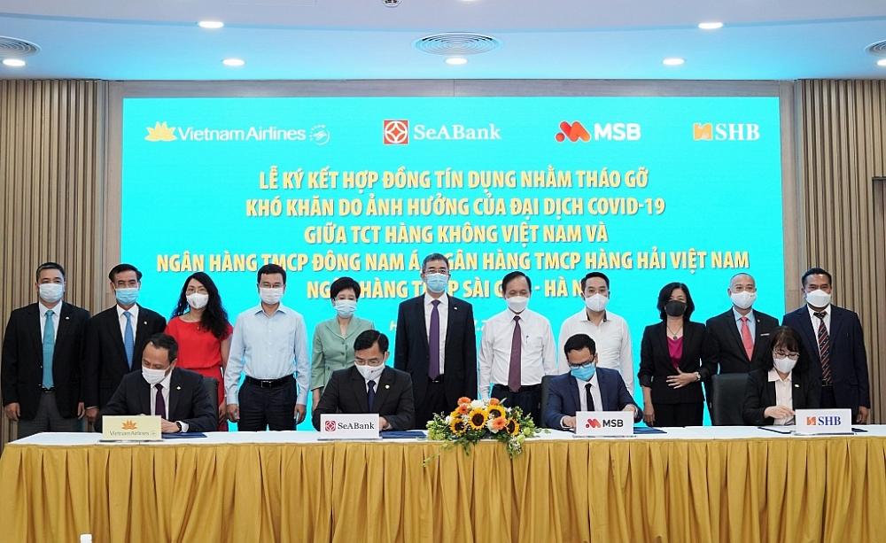 """3 ngân hàng """"bơm"""" 4.000 tỷ đồng cho Vietnam Airlines"""