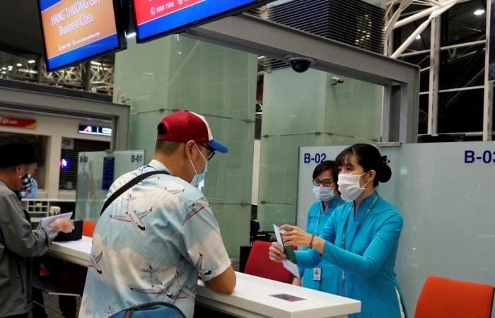 Kiến nghị tháo gỡ khó khăn cho khách đến và đi từ sân bay Nội Bài