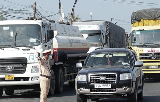 """Doanh nghiệp vận tải """"gánh nặng"""" chi phí kiểm soát dịch"""