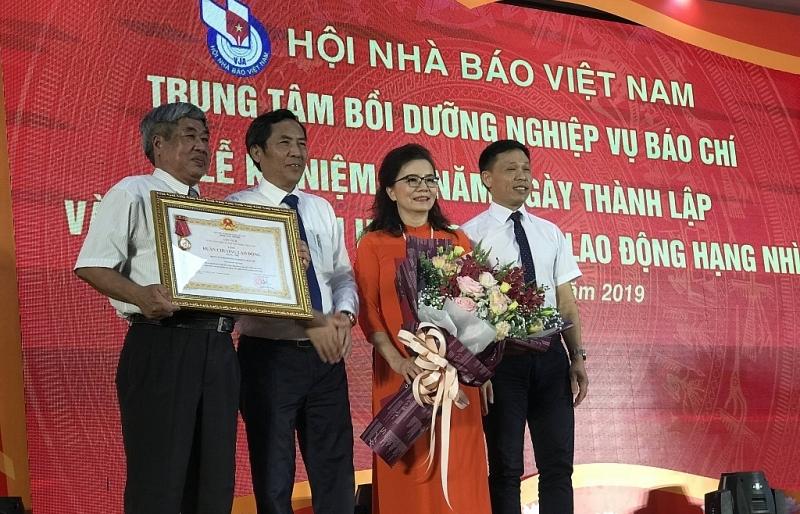 trung tam boi duong nghiep vu bao chi don nhan huan chuong lao dong hang nhi