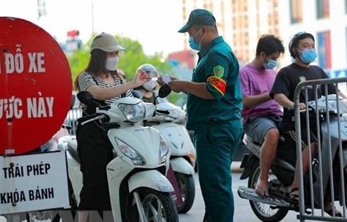 Hà Nội yêu cầu siết chặt cấp giấy đi đường và yêu cầu xuất trình cả lịch làm việc