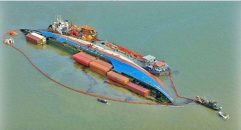Hỗ trợ tàu thuyền sau vụ chìm tàu container