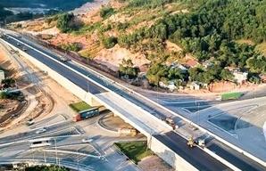 Không có nhà đầu tư, buộc phải kéo dài thời hạn đóng thầu hai dự án cao tốc Bắc – Nam