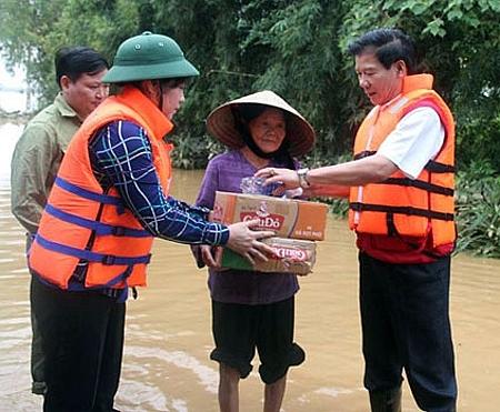 Nhiều tổ chức, doanh nghiệp ủng hộ nhân dân bị vùng lũ lụt miền Trung