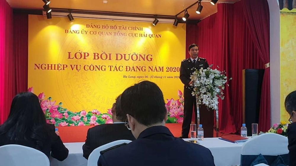 Đồng chí Nguyễn Xuân Phương- Phó Bí thư Đảng ủy CQ Tổng cục Hải quan phát biểu khai mạc lớp bồi dưỡng.
