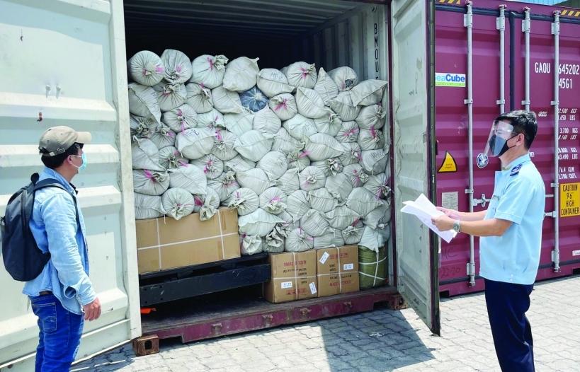 Kim ngạch xuất nhập khẩu giảm sâu, Hải quan TPHCM triển khai giải pháp hỗ trợ doanh nghiệp