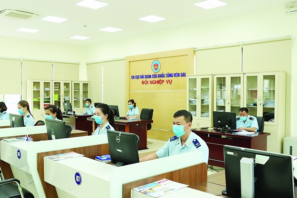 Hoạt động nghiệp vụ tại Chi cục Hải quan cửa khẩu cảng Hòn Gai (Cục Hải quan Quảng Ninh). Ảnh: Quang Hùng