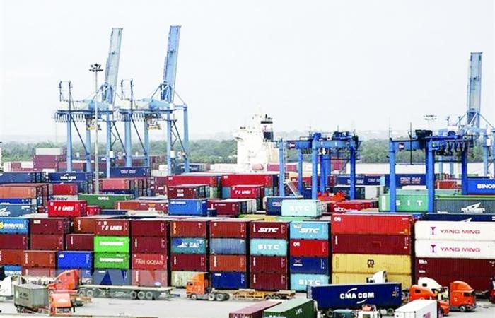 Phó Thủ tướng yêu cầu rút kinh nghiệm, giải quyết kịp thời vấn đề lưu thông hàng hóa