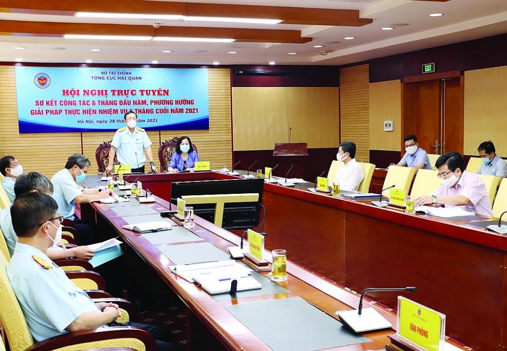 Tổng cục trưởng Nguyễn Văn Cẩn chủ trì Hội nghị trực tuyến sơ kết công tác 6 tháng đầu năm, phương hướng giải pháp thực hiện nhiệm vụ 6 tháng cuối năm 2021 của Tổng cục Hải quan, diễn ra ngày 28/6/2021. Ảnh: Q.Hùng